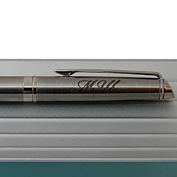 Гравировка инициалов на ручке
